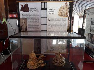 Ketopong dan Mahkota Banten