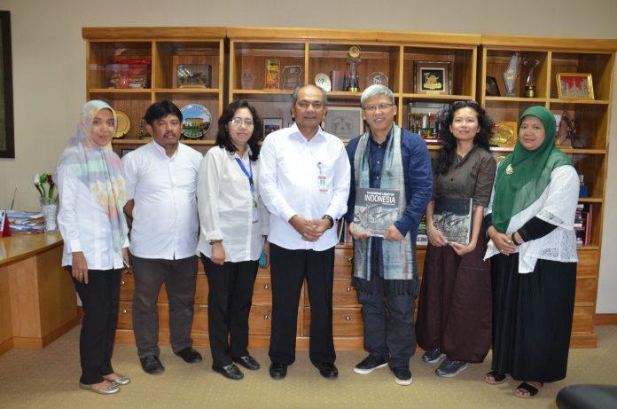 Direktur China National Silk Museum Prof. Dr. Zao Feng berkunjung ke Museum Nasional