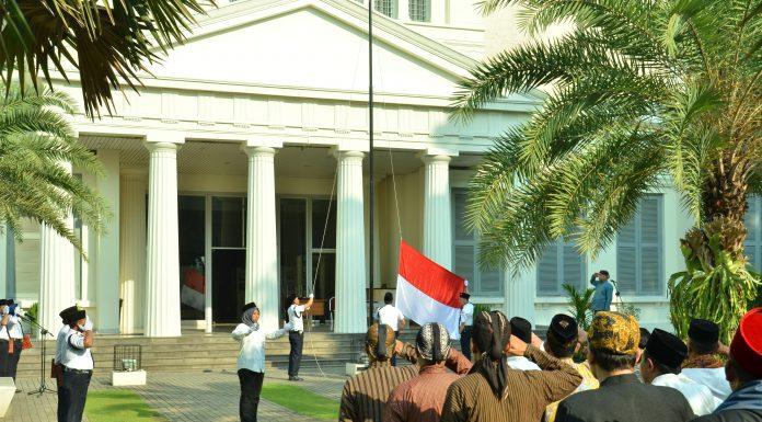 Upacara Bendera Memperingati Hari Pendidikan Nasional 2018