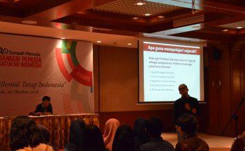 Bapak Asep Kambali Memberikan Paparan tentang Pentingnya Sejarah bagi Generasi Muda