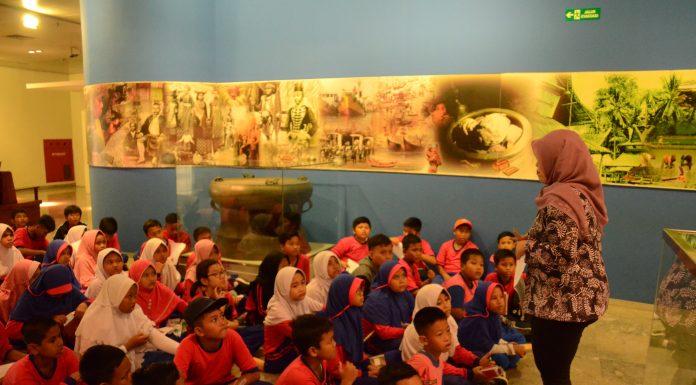 Menjelang Ujian Akhir Semester, Museum Nasional Ramai dikunjungi Siswa