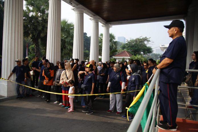 Kepala Museum Nasional melepas Jalan Santai Museum Nasional dalam rangka memperingati 241 tahun Museum Nasional (28/04)